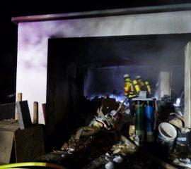 PKW-Brand in Meckelfeld – Feuerwehr kann Gasflasche aus Gefahrenbereich bergen