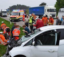 Schwerer Verkehrsunfall auf der A7 – Kollision zwischen Pkw und Lkw