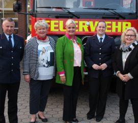 23.09.17 : Feierliche Belobigung für Carina Schneider von der Feuerwehr Maschen