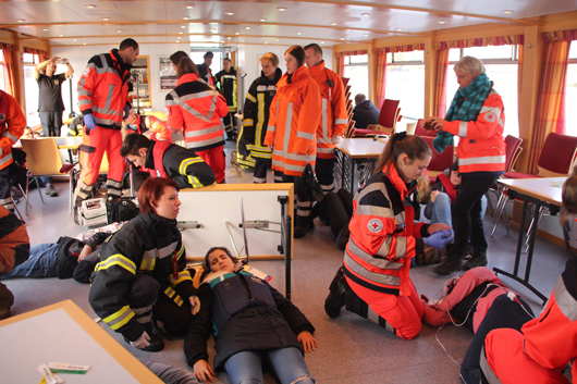 23.09.17 : Feuerwehren und Rettungsdienste proben Ernstfall auf der Elbe – hervorragende Zusammenarbeit aller Kräfte