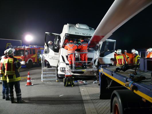 28.09.17 : Schwerer LKW-Unfall auf Rastplatz Stellheide