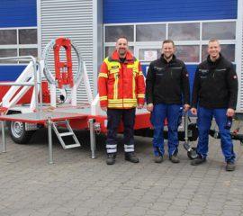 Feuerwehr Seevetal nimmt Baumbiegesimulator für Ausbildung mit Motorkettensägen in Dienst