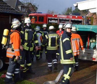 19.11.17 : Zimmerbrand in Hanstedt – Feuerwehr rettet Hund und Katze aus verqualmtem Haus