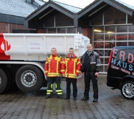 """09.12.17 : Feuerwehr Maschen freut sich über neuen, gespendeten Abrollbehälter """"AB-Mulde"""""""