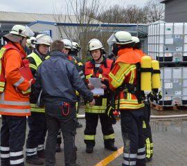 24.01.18: Brandmeldeanlage in Chemiebetrieb in Kakenstorf löst Großalarm für die Feuerwehr aus
