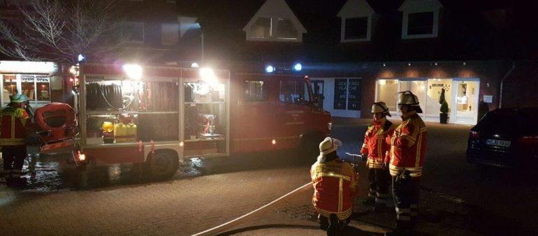 20.02.18 : Alarmübung am Marktplatz in Fleestedt – Feuer im stillgelegten LIDL Markt mit mehreren vermissten Personen fordert Seevetaler Feuerwehren