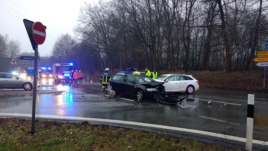 08.03.18 : Schwerer Verkehrsunfall zwischen Brackel und Thieshope Verkehrsunfall an der Autobahnauffahrt Thieshope fordert zwei Verletzte