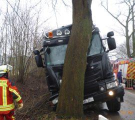 12.03.18 : Schwerer LKW Unfall mit glücklichem Ausgang für den Fahrer