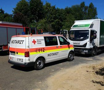 06.06.18 : Arbeitsunfall in Brackel – LKW-Fahrer beim Abladen einer Palette verletzt