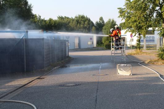 26.07.18 : Drei Seevetaler Feuerwehren bei Gefahrguteinsatz in Ramelsloher Gewerbegebiet im EInsatz