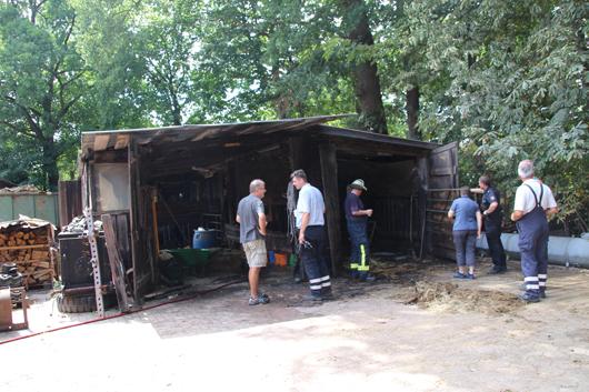 30.07.18 : Feuerwehren verhindern erfolgreich Großfeuer in Todtshorn – Strohlager in Stall brannte