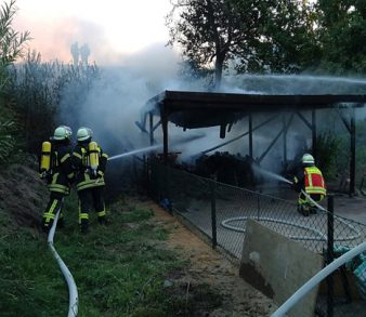 01.07.18 : Carport und Bahnböschung brannten
