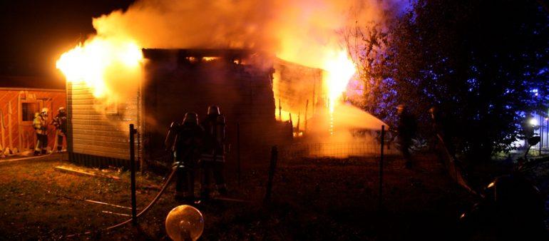 22.08.18 : Ferienheim in Hoopte abgebrannt – Großalarm für fünf Feuerwehren