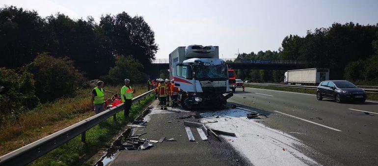 03.09.18 : Erneut schwerer Auffahrunfall auf der A 1 zwischen Maschen und Harburg – Feuerwehr und Rettungsdienst im Einsatz