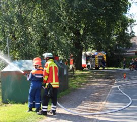 Feuerwehr Lindhorst präsentierte sich und die neuen Fahrzeuge und das erweiterte Feuerwehrhaus