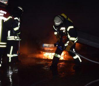 08.09.18 : Garagenbrand in Thieshope forderte Feuerwehren