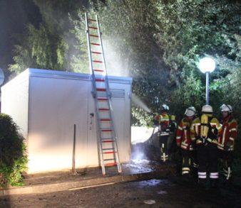 20.09.18 : Feuer an Trafo in Meckelfeld – Unrathaufen brannte neben Transformatorenhäuschen – Feuerwehr löschte