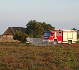 Schafstall und 8000m² Heidefläche sollten in Flammen stehen – Die Züge der Feuerwehr der Samtgemeinde Hanstedt bewältigten Übungslage