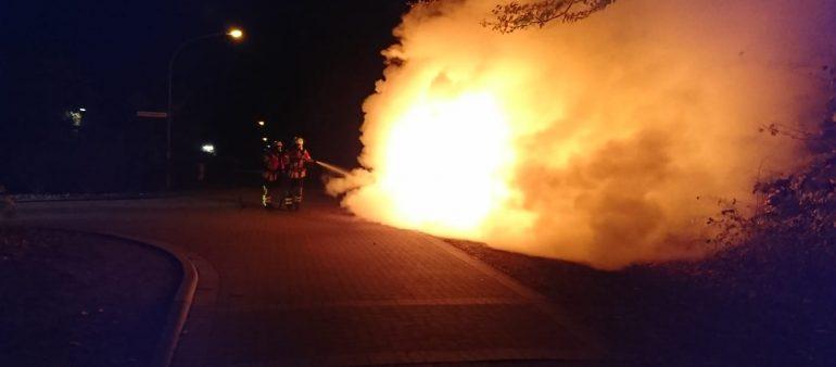 28.10.18 : PKW in Fleestedt ausgebrannt – Feuerwehr löscht Mercedes Coupé ab