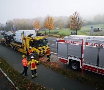 06.11.18 : LKW Dieseltank schlug leck – Feuerwehr Maschen pumpte Tankinhalt um und streute ausgelaufenen Kraftstoff ab