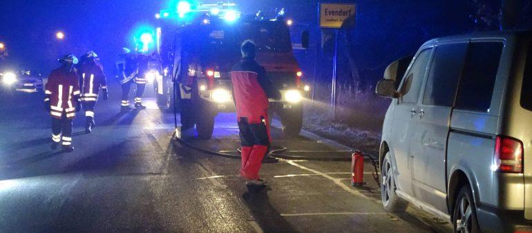 23.11.18 : Fahrzeugbrand mit Ölspur beschäftigt Feuerwehr