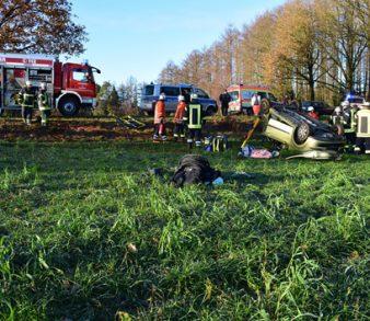 11.12.18 : Schwerer Verkehrsunfall zwischen Undeloh und Wesel – Eingeklemmte Fahrerin musste durch Feuerwehr befreit werden