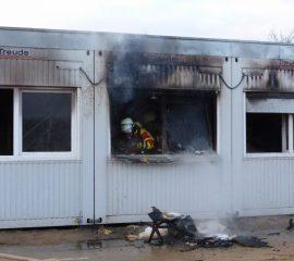 18.12.17 : Containergebäude brennt an Emmelndorfer Grundschule – Seevetaler Feuerwehr kann das Feuer schnell löschen