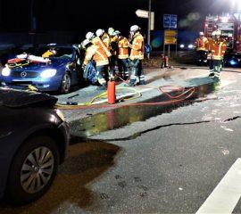 24.01.18 : Verkehrsunfall auf Hittfelder Landstraße – Freiwillige Feuerwehr Fleestedt kann Person erfolgreich aus dem Fahrzeug befreien