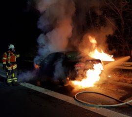 25.02.18 : Feuerwehr Maschen löscht PKW Brand auf der BAB A 39