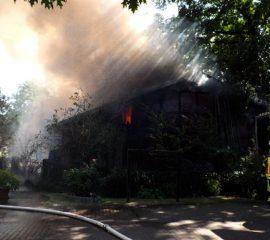 07.07.18 : Feuer in der Ortsmitte von Luhdorf – Feuerwehr musste zwei Einsatzstellen abarbeiten