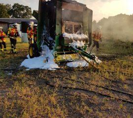 28.07.18 : Weitere witterungsbedingte Einsätze fordern Feuerwehren – zuerst brannten Freiflächen und Unterholz, dann sorgte kräftiges Gewitter mit Sturmböen für Arbeit