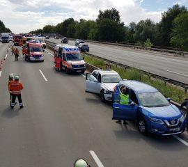11.08.18 : Großeinsatz von Feuerwehren und Rettungsdienst bei Verkehrsunfall auf der A 1 – 14 betroffene Personen nach einem Auffahrunfall mit vier PKW