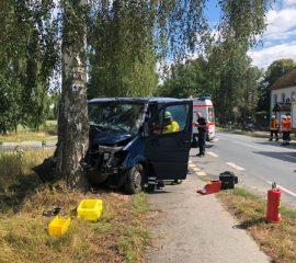 14.08.18 : Glück im Unglück bei Verkehrsunfall in Ramelsloh – Transporter prallte gegen Baum