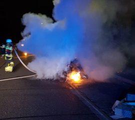 23.08.18 : Feuerwehr Maschen löscht brennenden Altpapiercontainer