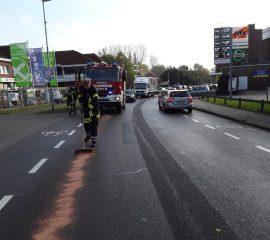 30.10.18 : Feuerwehren streuen kilometerlange Ölspur in Stelle ab