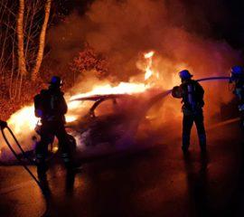 09.12.18 : PKW Brand auf der A 39 erfordert Feuerwehreinsatz – BMW brennt vollständig aus
