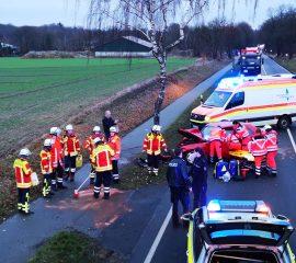 18.12.18 : Eine Schwerverletzte bei Verkehrsunfall auf der K 86 bei Maschen – Feuerwehr befreit Frau aus zerstörtem PKW